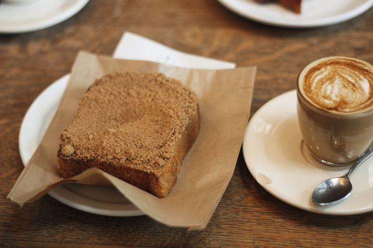 Fetta biscottata con caffè