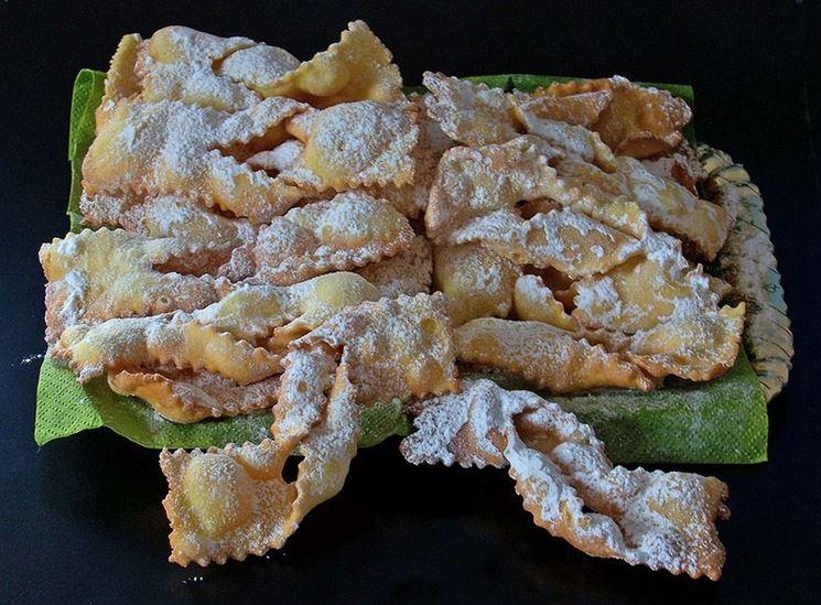 Chiacchiere senza glutine a forma di fiocchi