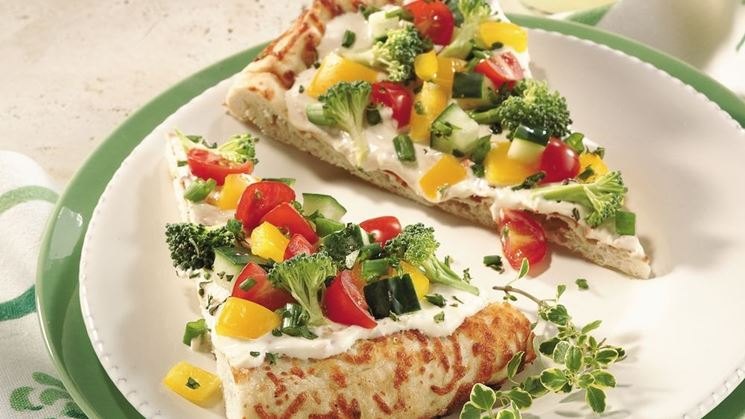 Pizza con verdure crude