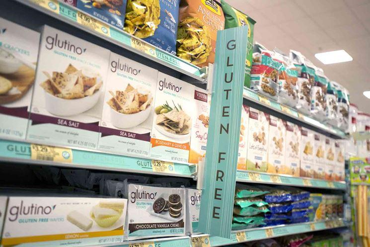 Scaffali con prodotti gluten free