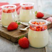 Barattoli contenenti yogurt