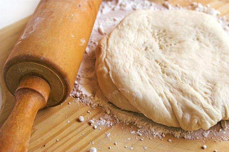 Lavorare l'impasto per il pane senza glutine