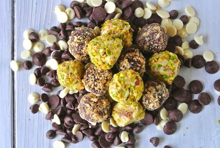 Tartufini di ricotta al pistacchio, cacao e caffè