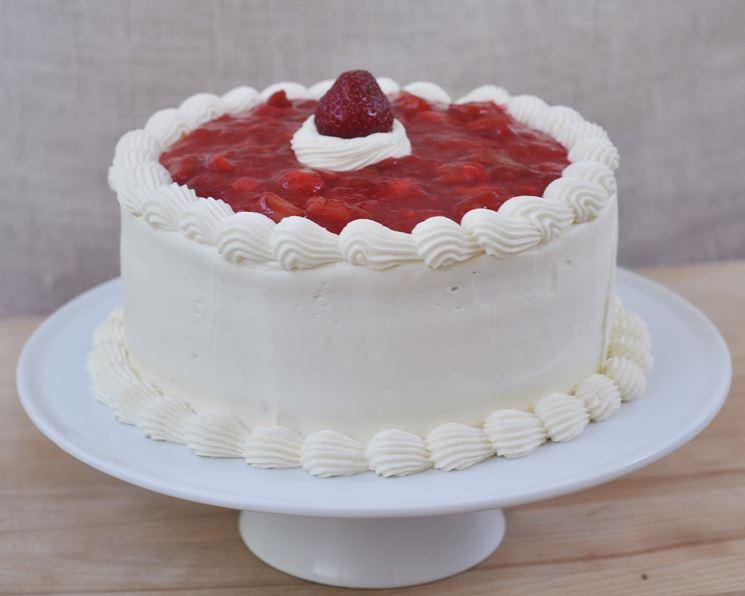 Torta con panna per intolleranti al lattosio