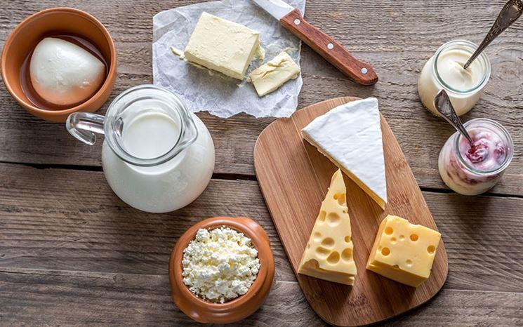 Selezione di latte e formaggi