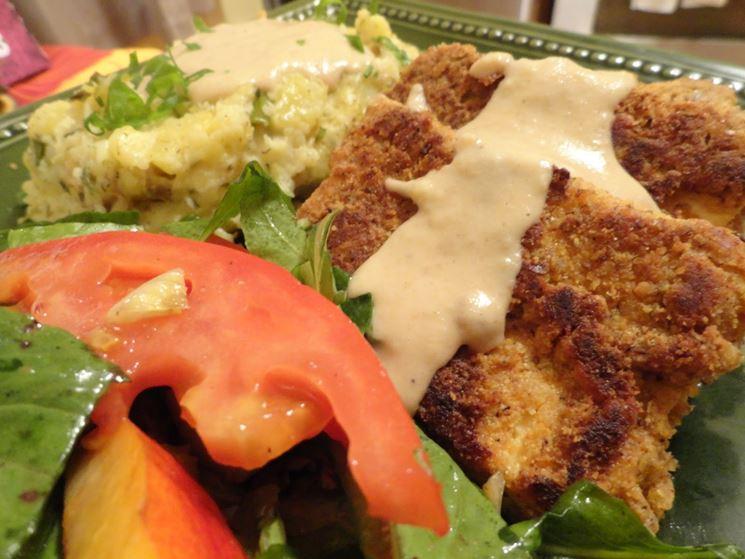 Bistecca vegana con contorni vegetali