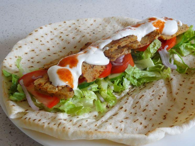 Kebab vegan con salsa