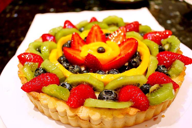 Crostata vegana alla crema e frutta fresca